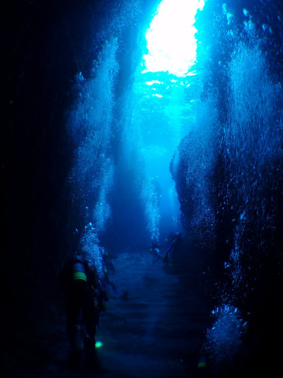 Bcdbubbles_in_cave_dive